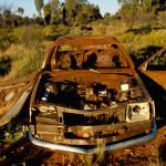 Porzucone przez Aborygenów auto - gdzieś w głębi szlaku Gunbarrel - Australia Zachodnia